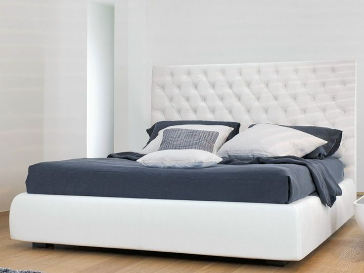 Double bed with high headboard BUTTONDREAM by Bonaldo   design Peter Ross