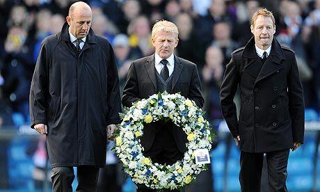 Gary McAllister, Gordon Strachan and David Batty lay a wreath in memory of Gary Speed