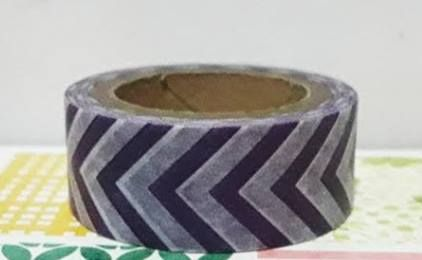 Washi tape importada chevron  cód- W00180 Washi Tape 15mm x 4,5m, produto importado - branco com roxo - cores podem variar conforme a tela do computador Este produto você encontra nas lojas Bala Mental,entre em contato conosco em nossa fan page: