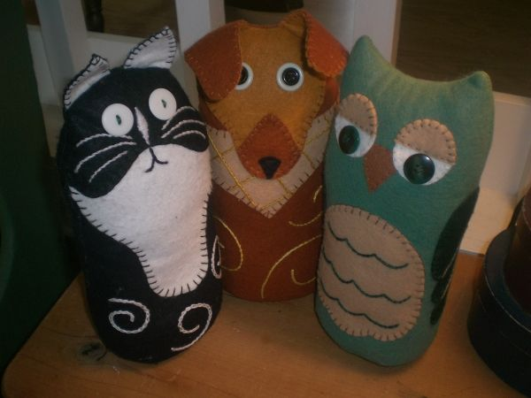 ~Free kitty dog and owl doorstop patterns~so cute!~    Chris.... free patterns for the kids to make!