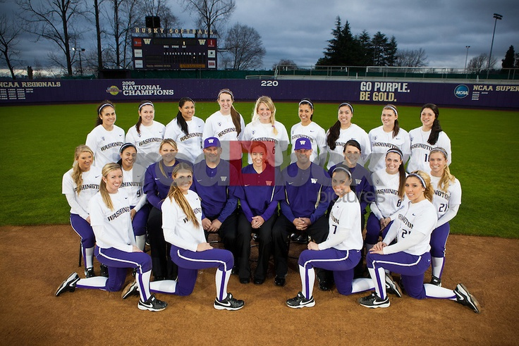 softball photographs | uw-softball-team-photo | Huskies Photo Store | Red Box Pictures