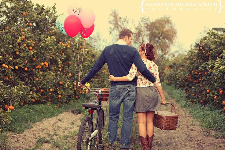 Picnic basket + cowboy boots + bicycle + orange grove... I think this is really quite a dreamy Sunday.