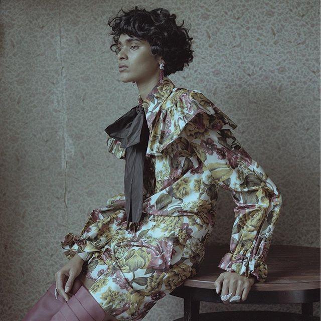 How to wear jewelry? Mix and match! Виразні коштовності під яскраві подіумні речі потрібно підбирати як художники академічної школи  по відтінкам та сюжетам. Більше в зйомці #VogueUA на сайті  Photo: Marc Hibbert Style: Simon Elmalem @simonell Model: Radhika Nair #perroquet #cartier @cartier #messika @messikajewelry #gucci @gucci #valentino @maisonvalentino via VOGUE UKRAINE MAGAZINE OFFICIAL INSTAGRAM - Fashion Campaigns  Haute Couture  Advertising  Editorial Photography  Magazine Cover…