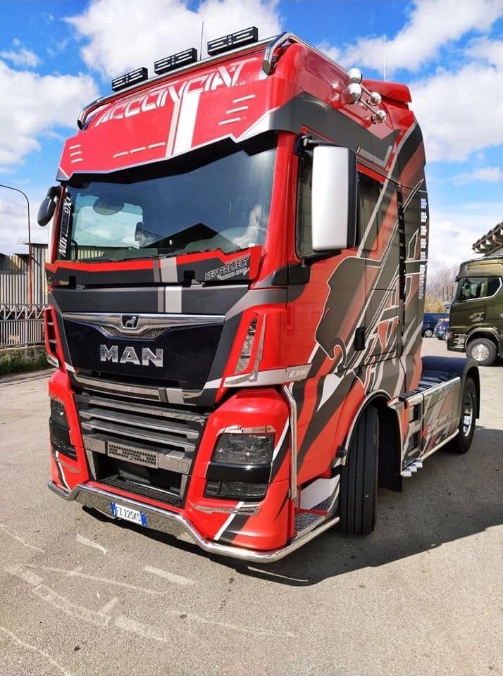Pin By Mr Nara On Man Tgs Tgx Tga In 2020 Trucks Volvo Trucks