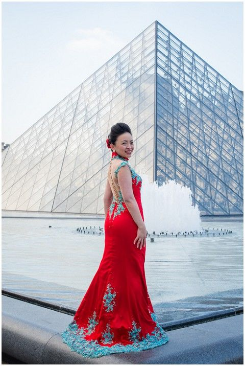 Couture pre-wedding red and blue wedding dress  | © Pictours Paris