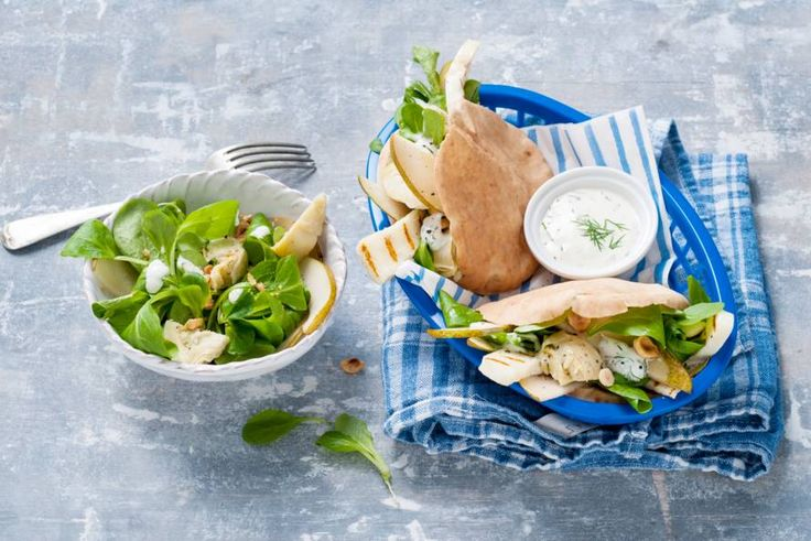 5 december - Veldsla in de bonus - Warme broodjes kaas met een frisse salade met peer - Recept - Pitabroodjes met halloumi - Allerhande