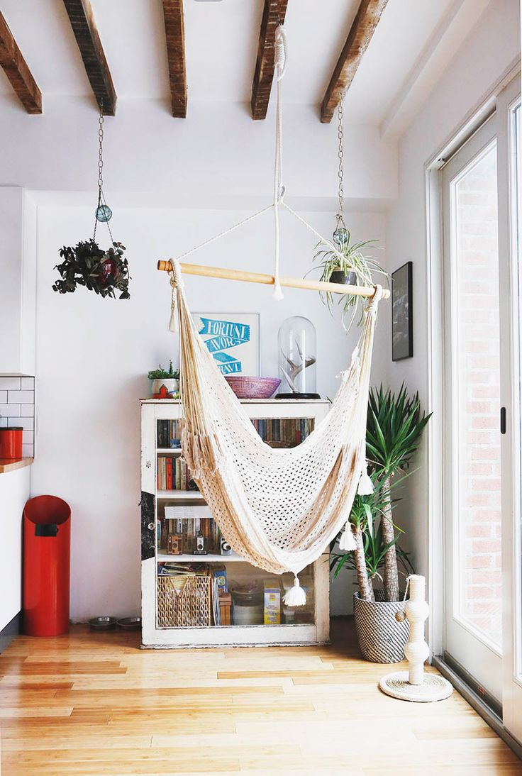 Indoor hanging pod chair - Belle R Novation Et Une Touche Boh Me Dans Une Maison Brooklyn