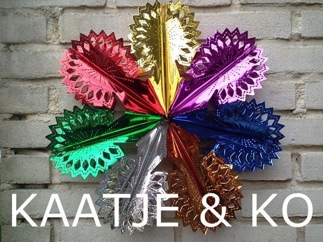 Have yourself a very kitschy Christmas!! In 2 uitvoeringen deze opvallende, niet te missen Kerstdecoratie. Check snel www.kaatje-en-ko.com