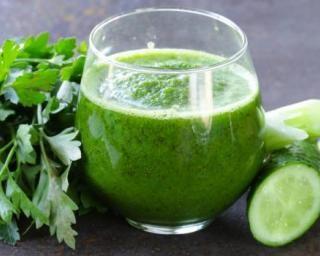 Soupe glacée spécial vitamine C persil, céleri et concombre : Savoureuse et équilibrée | Fourchette & Bikini