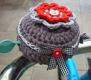 ao with <3 / pimp your bike / KnoopjesZ haken: Gehaakte fietsbel hoes...en uilenvriendjes