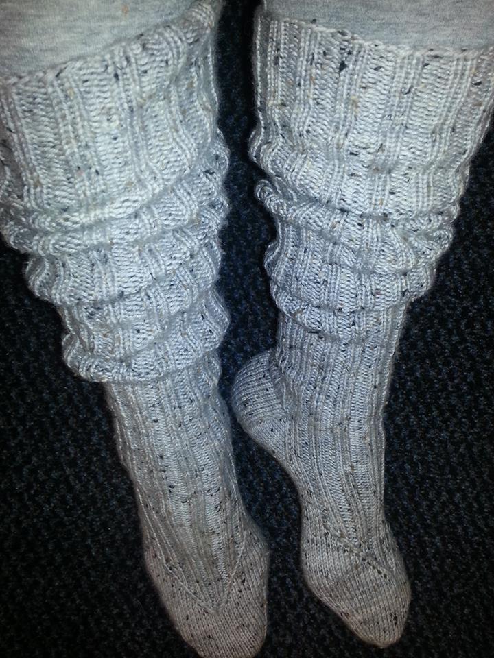 My vintage-socks :) Basic long kneesocks with k2, p2 -rib. Yarn: Handdye 6-ply tweed by Birgit Reuter (merinowoll 85%, viscose 15%).