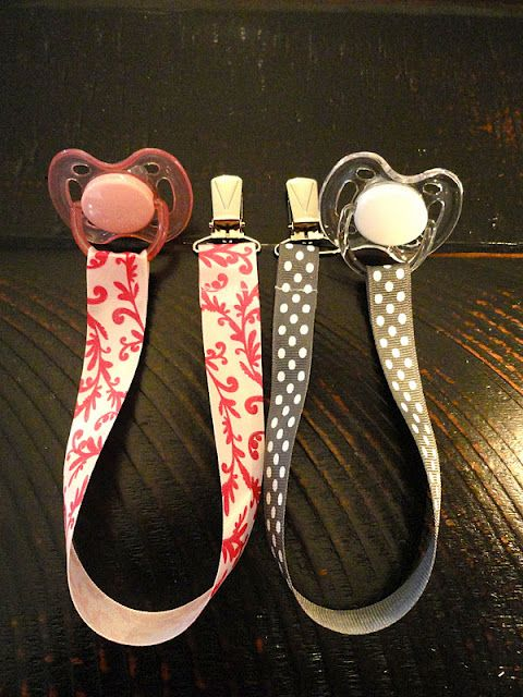 Easy gift idea for friends with babies - Pacifier Clips