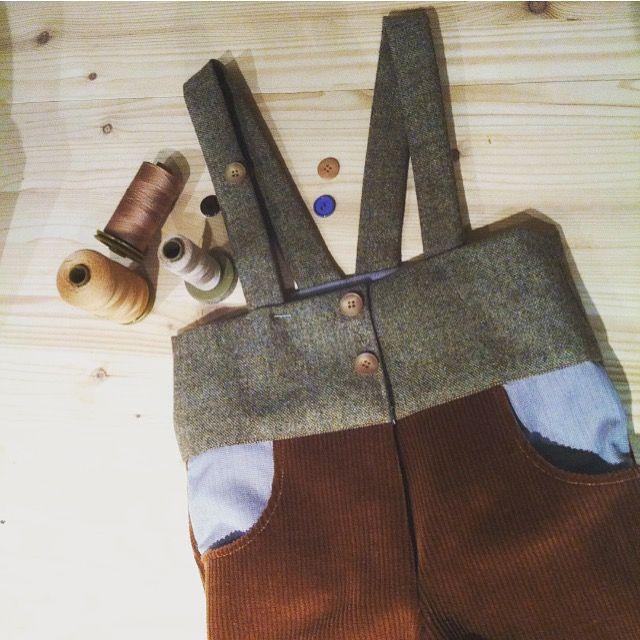 Mancano 11 giorni all'East Market di Milano, e un altro mini-capo è pronto. Pantaloncini con bretelle per bimba e bimbo. Taglia 24 mesi, realizzati in velluto, lana e cotone. E ora, avanti con i prossimi!  #almostreadyforeastmarket #ratinminiclothing #sewingforkids  #miniclothing  #handmadeitaly  #eastmarketmilano #pantaloncini #bretelle