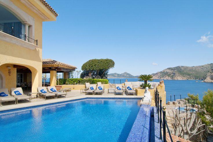 【スライドショー】スペイン・マヨルカ島の海に面した地中海様式の豪邸