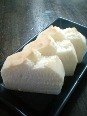「アレルギーっ子も一緒に食べられる♪米粉☆食パン風」18cmのパウンドケーキ型1コ分作れます。計量カップとスプーンを使って簡単に!【楽天レシピ】
