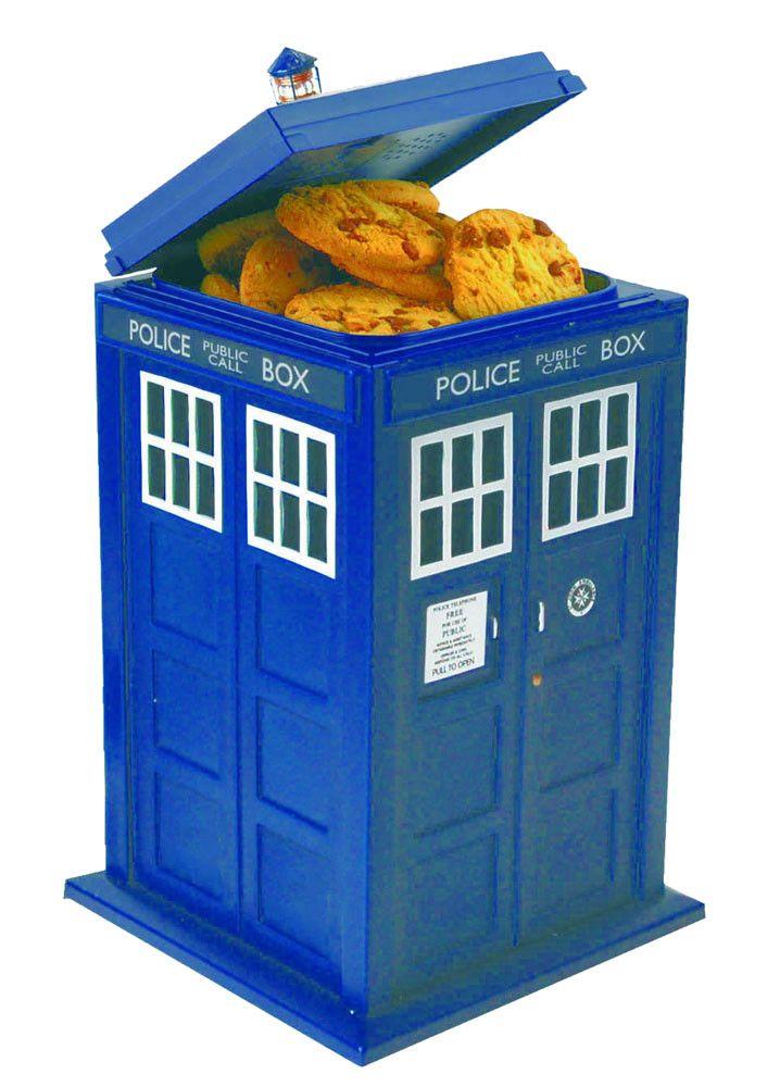 Doctor Who Sprechende Plätzchendose Tardis  Coole Plätzchendose zur TV-Serie `Doctor Who` mit Licht- und Soundeffekten  - Offiziell lizenziert - Maße: 28 x 15 x 15 cm  Inklusive drei 1,5 V Batterien  Doctor Who Plätzchendosen - Hadesflamme - Merchandise - Onlineshop für alles was das (Fan) Herz begehrt!