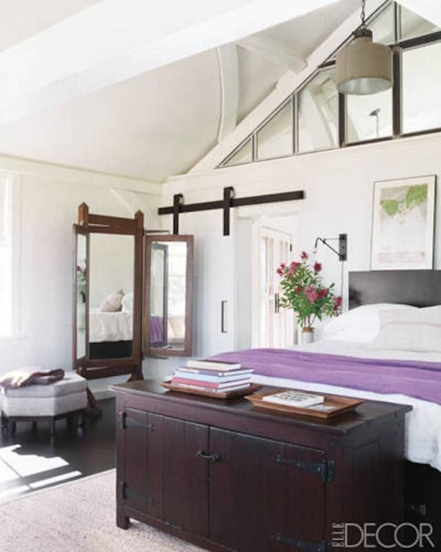 7 Beautiful and Really Bad Feng Shui Celebrity Bedrooms: Meg Ryan's Bedroom