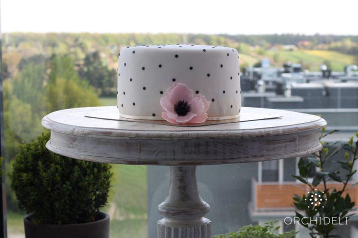 Orchideli - tort na komunię, tort komunijny dla dziweczynki w czarne kropki z różowym kwiatkiem, first communion cake for girl with black dots andr pink flower