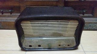 antiQue Bekasi: vintage box radio tabung model gitar antik masih u...