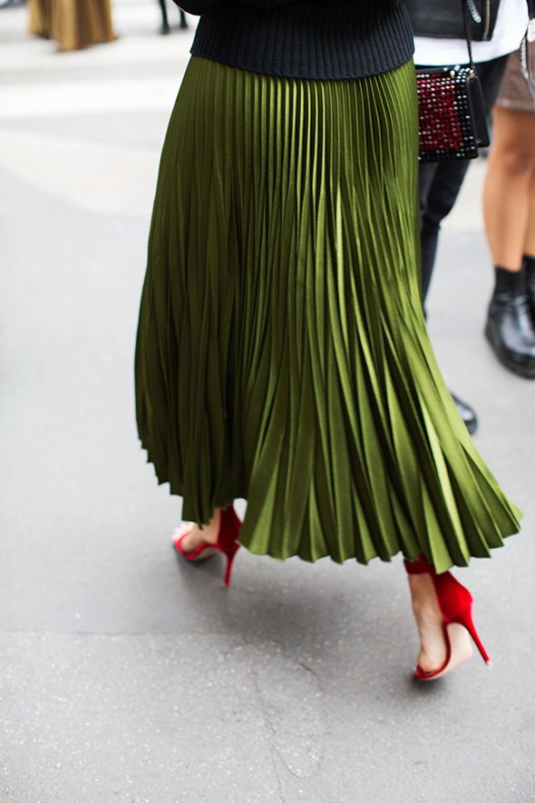 INSPIRATION: Green pleated skirt with apple red heels