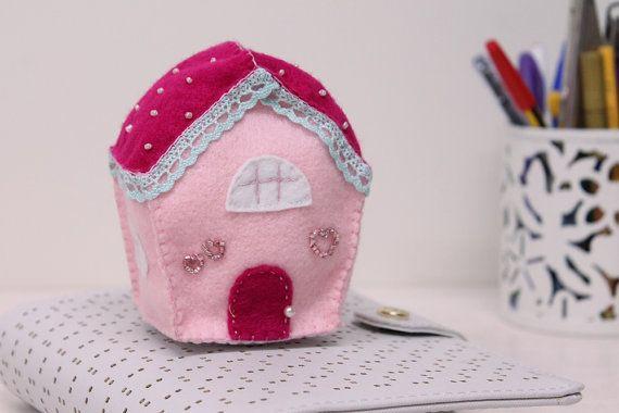 Oltre 1000 idee su casa in feltro su pinterest ornamenti for Piccola casa su piani di fondazione
