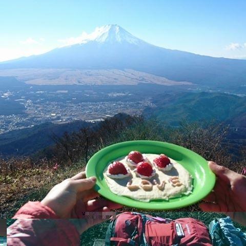 2016/12/6 山梨県の杓子山。クレープ作りました!富士山を眺めながらゆったりお菓子とコーヒーを楽しむのもよいですね! #好日山荘 #登山 #ハイキング #トレッキング #trekking #hiking #mountain #mountaineering #みんなの登山部 #杓子山 #富士山 #mt.fuji #クレープ #山梨県 #山ごはん #山カフェ