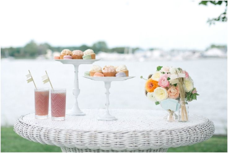 diy bruiloft, etagere maken oud bord en kandelaar