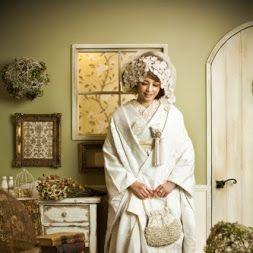 純白ではなく生成り風の白無垢に洋風小物を合わせてアンティ―クに着こなす♪ センスがいい白無垢まとめ。モダンでおしゃれな花嫁衣装の参考に。