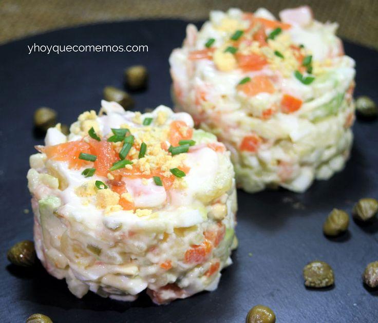 Esta ensaladilla de salmón es una receta perfecta como aperitivo o entrante. Su elaboración es sencilla y con un resultado estupendo.