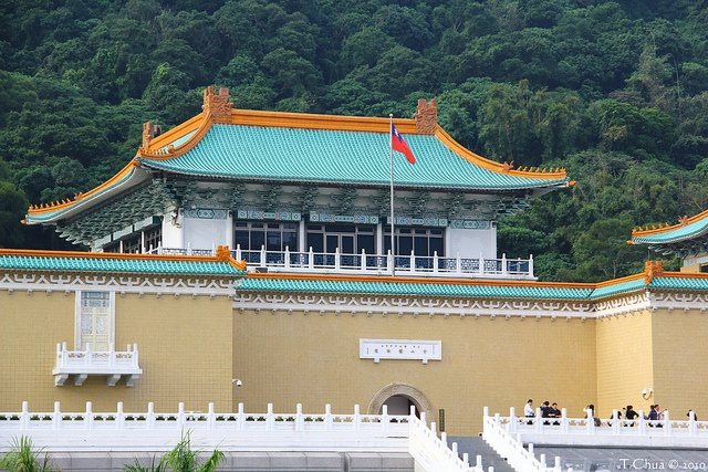 The National Palace Museum (Chinese: 國立故宮博物院) is an antique museum in Shilin, Taipei, Taiwan. It is one of the national museums of the Republic of China, and has a permanent collection of more than 696,000 pieces of ancient Chinese artifacts and artworks, making it one of the largest in the world. The collection encompasses over 8,000 years of Chinese history from the Neolithic age to the late Qing Dynasty. Most of the collection are high quality pieces collected by China's ancient emperors.