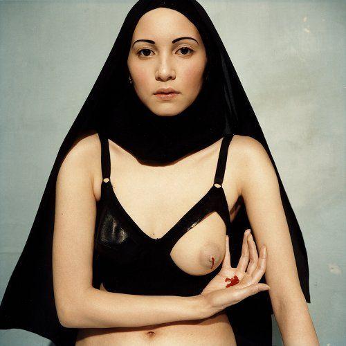 Le lait miraculeux de la Vierge    Série: I.N.R.I.  Bettina Rheims  Photographie  Mars 1997  Galerie Jérôme de Noirmont, Paris.