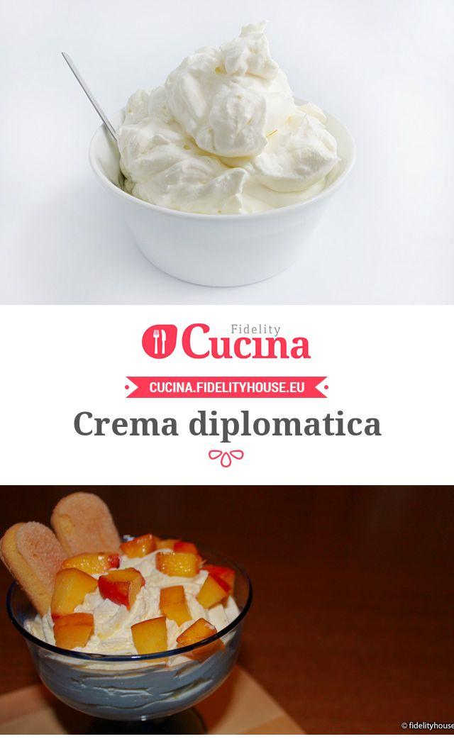 Crema diplomatica300 ml di latte 3 tuorli 35 g di fecola di patate 70 g di zucchero 200 ml di panna 30 g di zucchero a velo 1 bacca di vaniglia