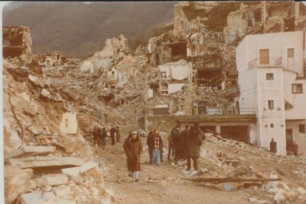 Earthquake in Irpinia (South of Italy). My first presence as a volunteer