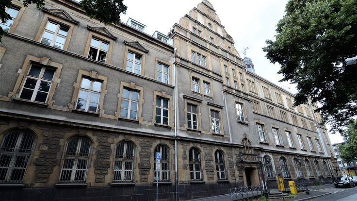 Verwaltungsgericht dreht Berufskolleg für Wirtschaft Duisburg den Saft ab