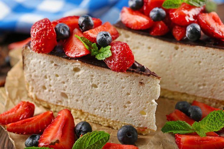 Torta z jogurtu gréckeho typu s lesným a červeným ovocím | Zvolenský