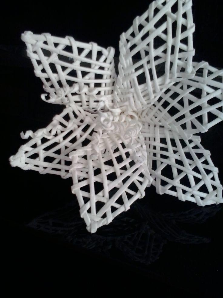 Kwiat z wikliny papierowej