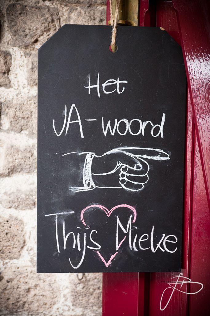 krijtbord met bewegwijzering | bruidsreportage Nijmegen en heel Nederland | foto: Jaap Baarends bruidsfotografie | www.jaapbaarends.nl