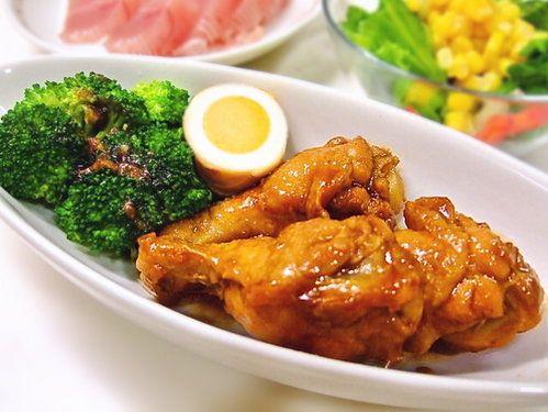 焼肉のタレで煮込む「鶏手羽元の黄金煮」の作り方