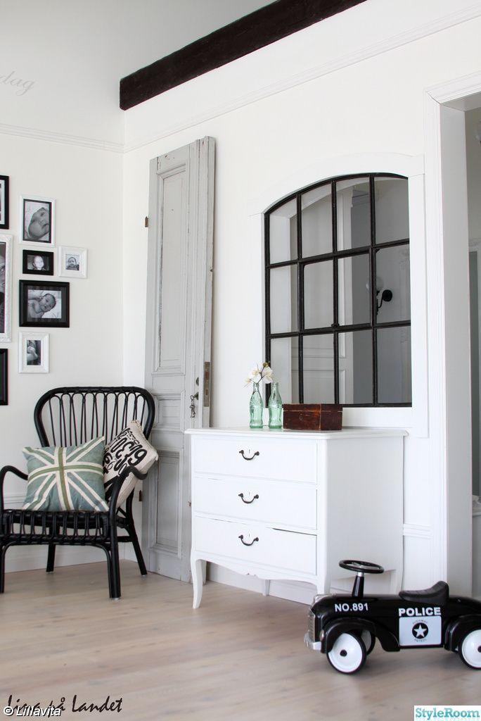 stallfönster,gammal dörr,pastell,svartvitt,spegeldörr,hall