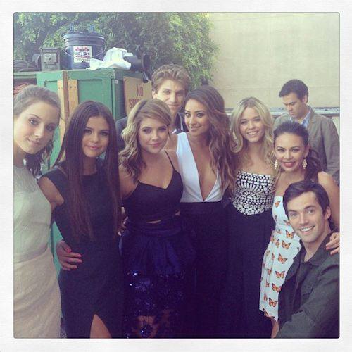 pretty little liars instagram pictures | AWW: Selena Gomez Poses With 'Pretty Little Liars' Cast!