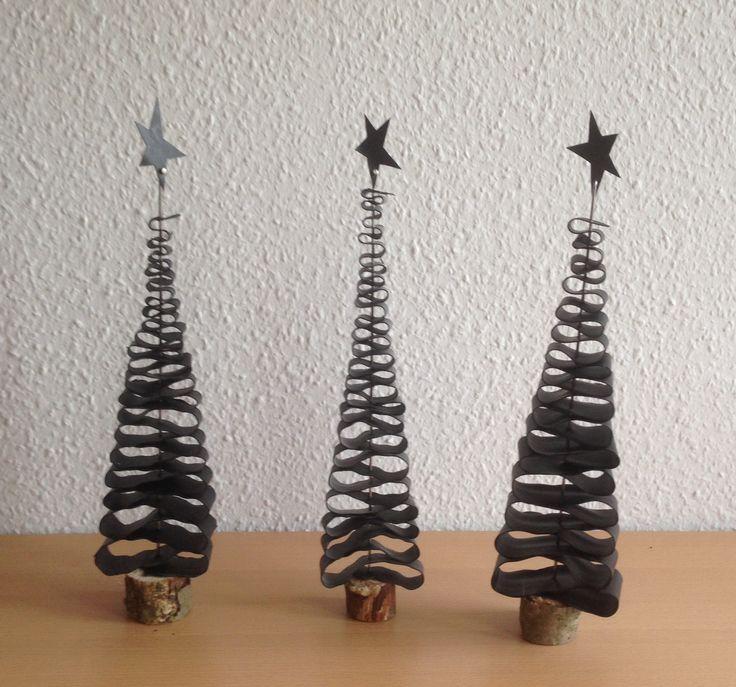Cykelslange + eger + træfod =juletræ #gummijul #kroezedezign #julen2016 #taktilcykelhandleren