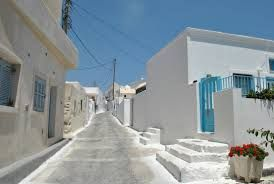 Can you imagine something more iquillibrate than #blue and #white in #Megalochori? #Santorini #SantoriniVillas