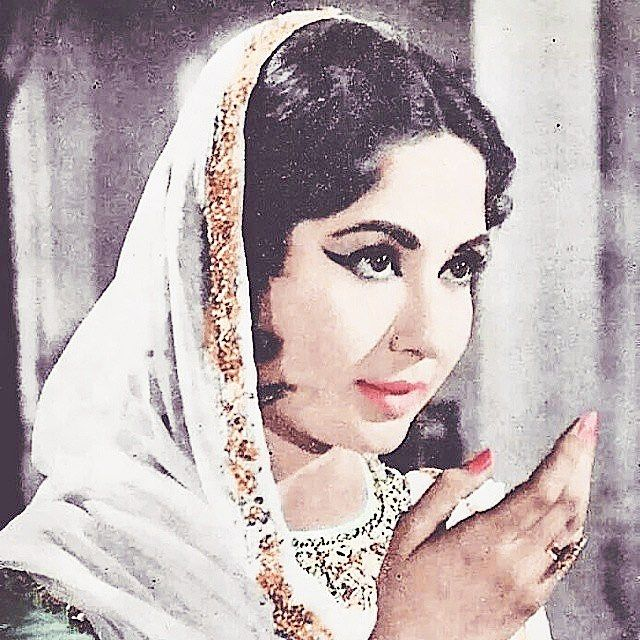 """7 Likes, 1 Comments - ClassicBollywoodStory (@classicbollywoodstory) on Instagram: """"May Allah grant her paradise ❤️❤️❤️❤️❤️ #meenakumari #bollywood #bollywoodlover #bollywoodsongs"""""""