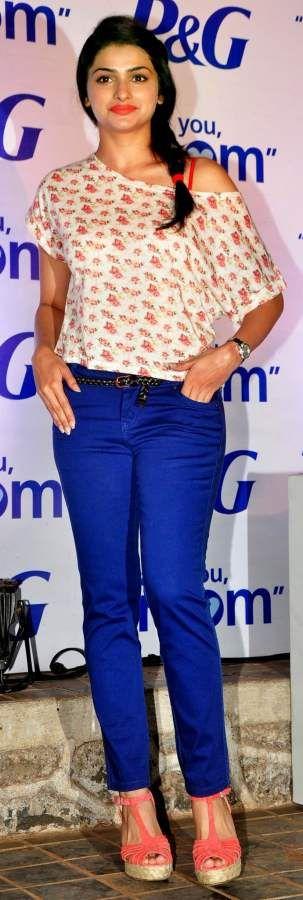 Looking Gorgeous as usual..!! Prachi Desai in indigo-dyed Denims #prachidesai #bollywood