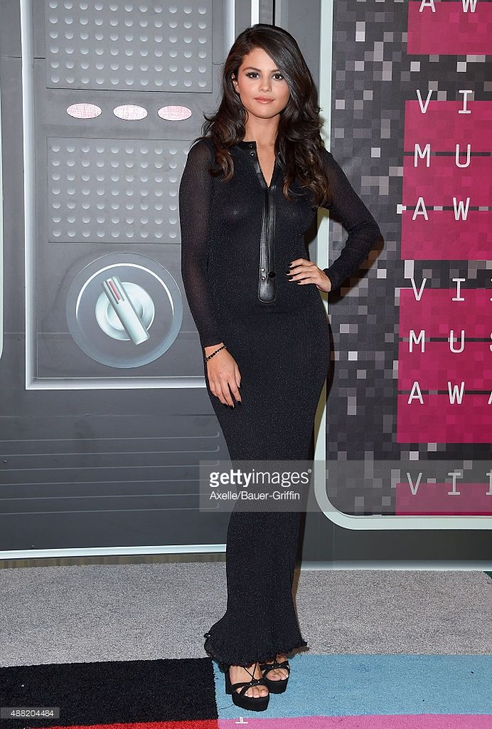 Singer Selena Gomez arrives at the 2015 MTV Video Music Awards at Microsoft Theater on August 30, 2015 in Los Angeles, California.