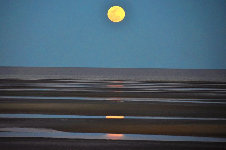 https://flic.kr/p/GEX14C   Moon rising   Full moon rises over the Sea Of Cortez in San Felipe, Mexico at low tide.