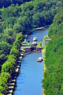 canal boat rental in the Alsace Moselle Vosges region - discovering the canals of Marne au Rhine, and de la Sarre from the base at Hochfelden (25 mins Strasbourg)    http://www.southfrance.com/boatrentalsfrance/photos/saverne-alsace-moselle-5346893_s.jpg