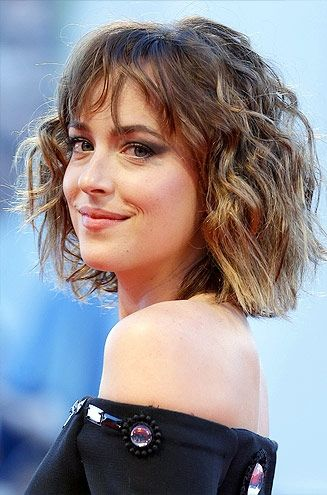 Dakota Johnson's easy, wavy short haircut