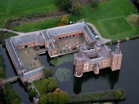 Les 1: kastelen zoeken. Hoensbroek, Limburg, The Netherlands