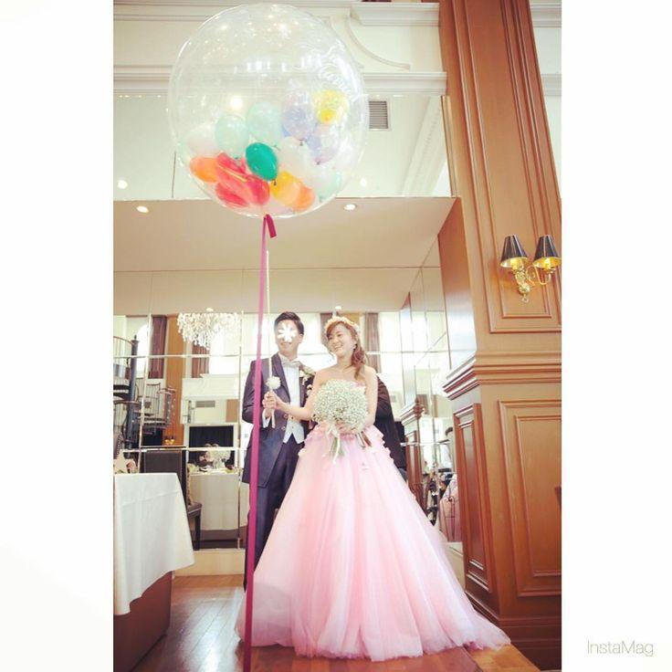 【 ハナコレストーリー 】⠀ ・⠀⠀ スパークバルーンの演出��⠀ ・⠀ バルーンを割ると小さなバルーンがたくさん!⠀ ・⠀ キャッチしたり、割ったりとゲストも大盛り上がりです✨⠀ ・⠀⠀ こちらは @china_y0924 さまのお写真♡⠀ すてきなご投稿ありがとうございました♡⠀⠀ ・⠀⠀ #wedding #bridal #weddingdress #weddingphoto #colorful #weddingceremony #photo #photoshooting #nature #結婚式 #ウェディング #ブライダル #ウェディングフォト #フォト#プレ花嫁 #卒花嫁 #ウェディングドレス #カラフル #おしゃれ #オリジナルウェディング #ハナコレ花嫁 http://gelinshop.com/ipost/1519463629929258735/?code=BUWOB73Dx7v